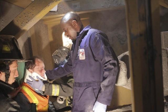 Omar Epps in una scena di Help Me dalla sesta stagione di Dr. House: Medical Division