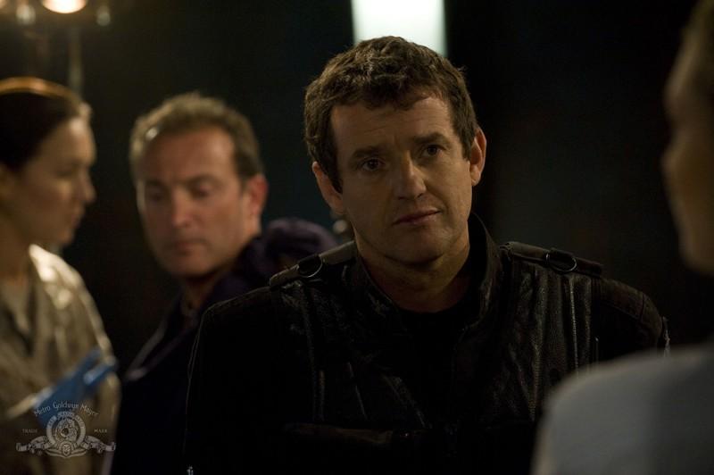 Il Colonnello Young (Justin Louis) nell'episodio Sabotage di Stargate Universe