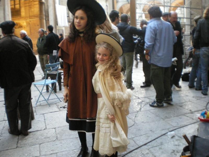 Modesta Maryam Aiello con Mimosa Campironi sul set de L'imbroglio nel lenzuolo