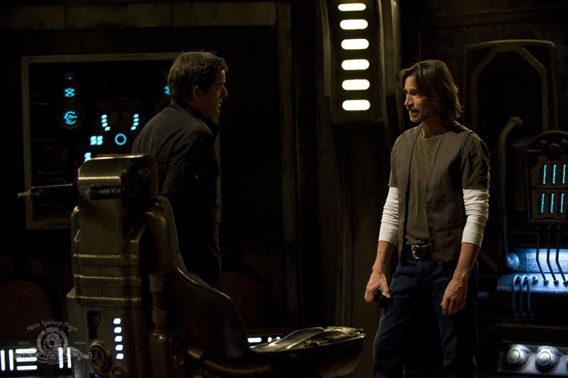 Robert Carlyle parla con Justin Louis nell'episodio Sabotage di Stargate Universe