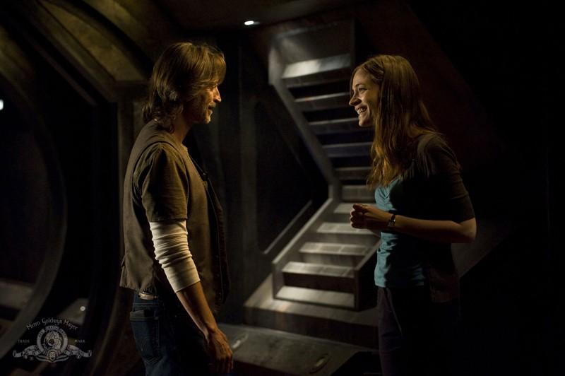 Rush (Robert Carlyle) e Amanda (Kathleen Munroe) nell'episodio Sabotage di Stargate Universe