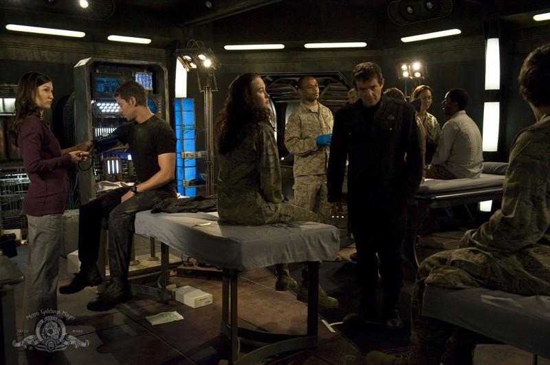 Scena di gruppo per l'episodio Sabotage di Stargate Universe