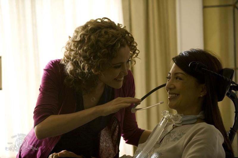 Una scena dell'episodio Sabotage di Stargate Universe con Camille (Ming-Na) e Sharon (Reiko Aylesworth)