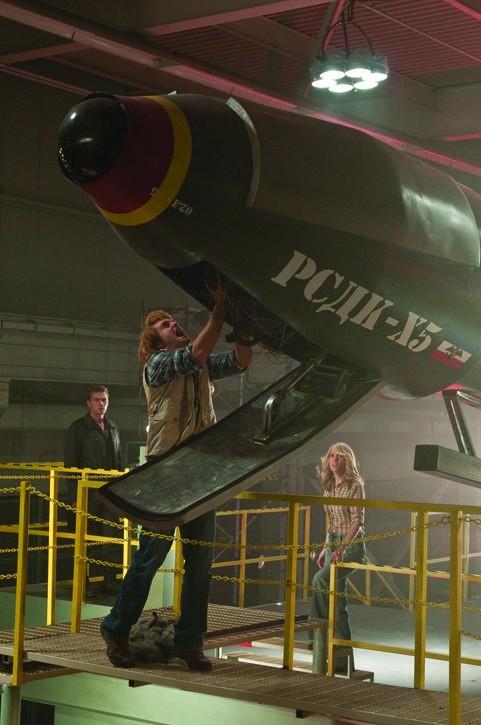 Will Forte, Kristen Wiig e Ryan Phillippe in una sequenza del film MacGruber