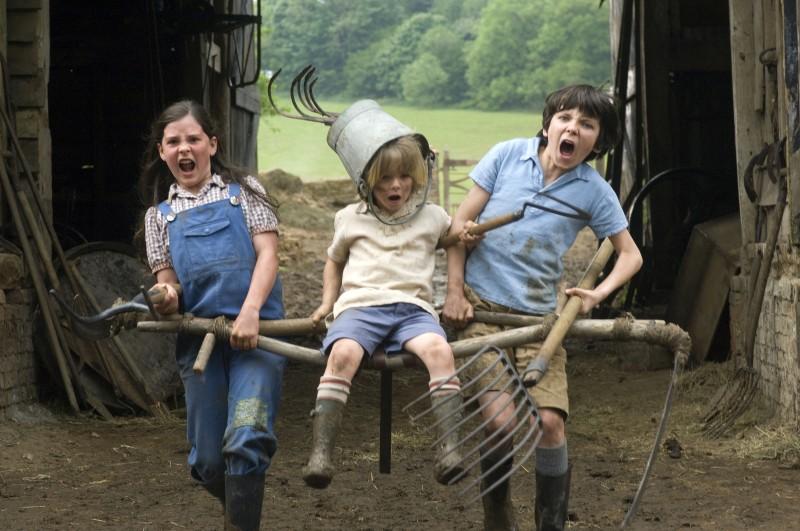 Asa Butterfield, Oscar Steer e Lil Woods sono i pestiferi protagonisti del film Tata Matilda e il grande botto