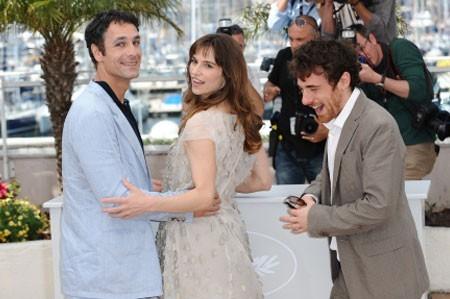 Elio Germano con Stefania Montorsi e Raoul Bova al Festival di Cannes per presentare La nostra vita