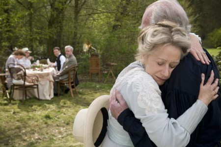 Helen Mirren e Christopher Plummer nella scena dell'addio nel film The Last Station