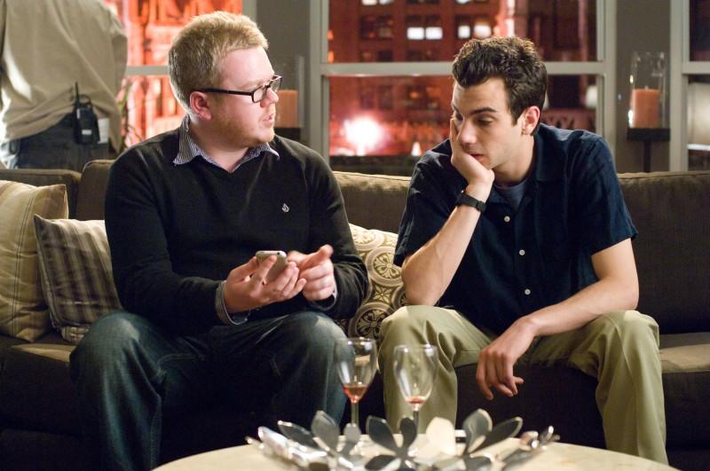 Il regista Jim Field Smith e Jay Baruchel sul set del film Lei è troppo per me