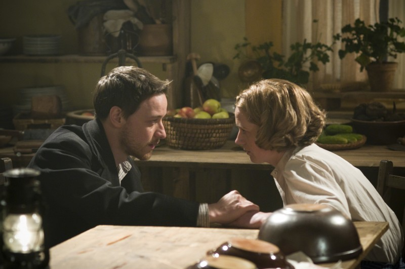James McAvoy e Kerry Condon nel film The Last Station