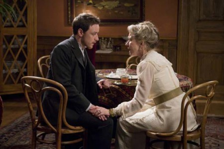 James McAvoy ed Helen Mirren in un'immagine del film The Last Station