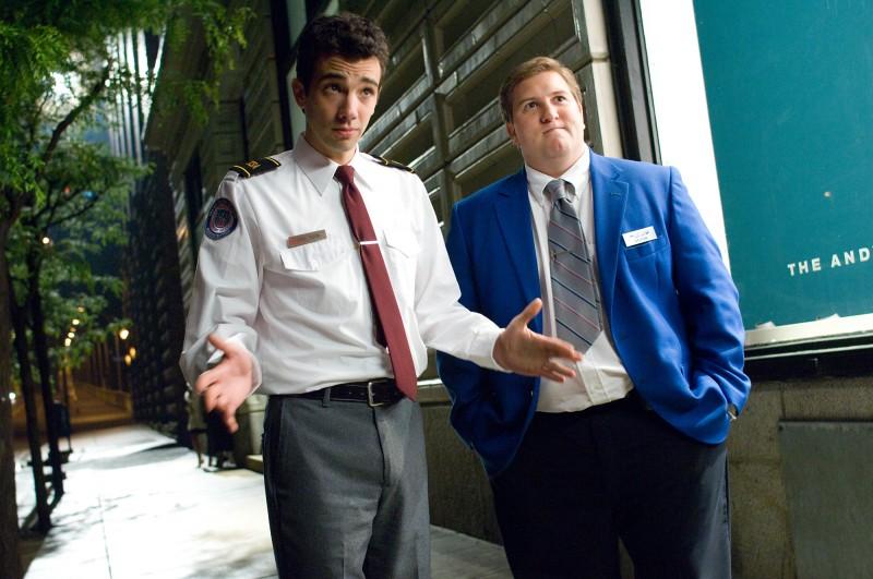 Jay Baruchel e Nate Torrence in una scena del film Lei è troppo per me