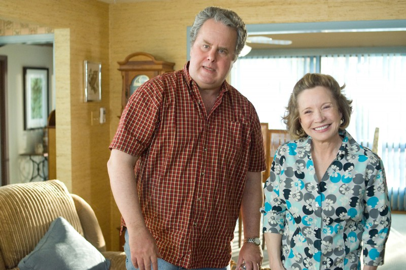 Kyle Bornheimer e Debra Jo Rupp in una scena del film Lei è troppo per me