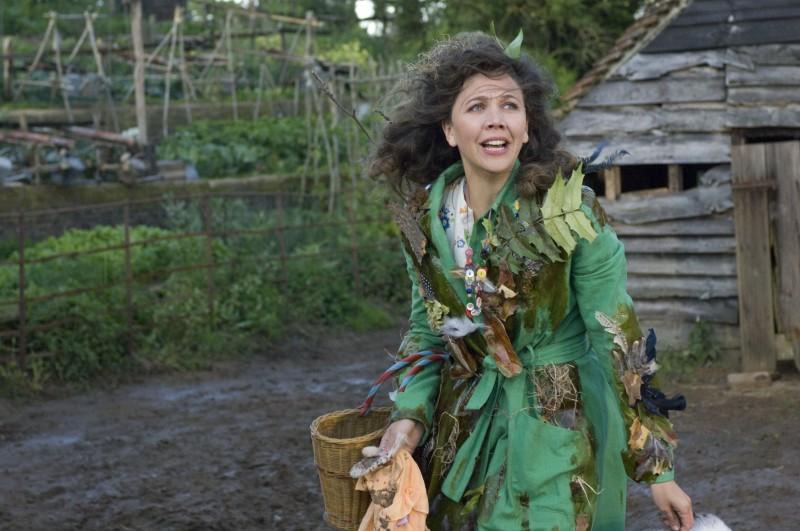 Maggie Gyllenhaal è la povera signora Green nel film Tata Matilda e il grande botto