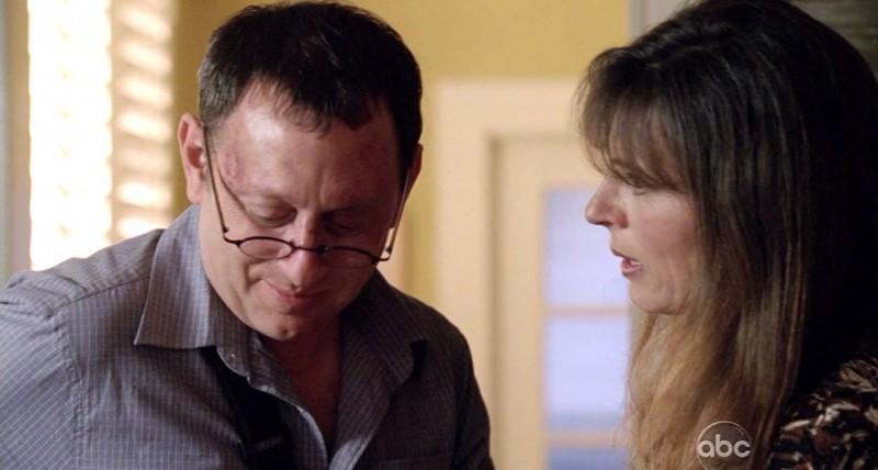 Michael Emerson e Mira Furlan in una scena di Per cosa sono morti dalla sesta stagione di Lost