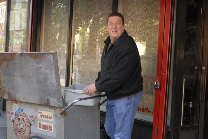 Mike Starr in un'immagine del film I Hate Valentine's Day