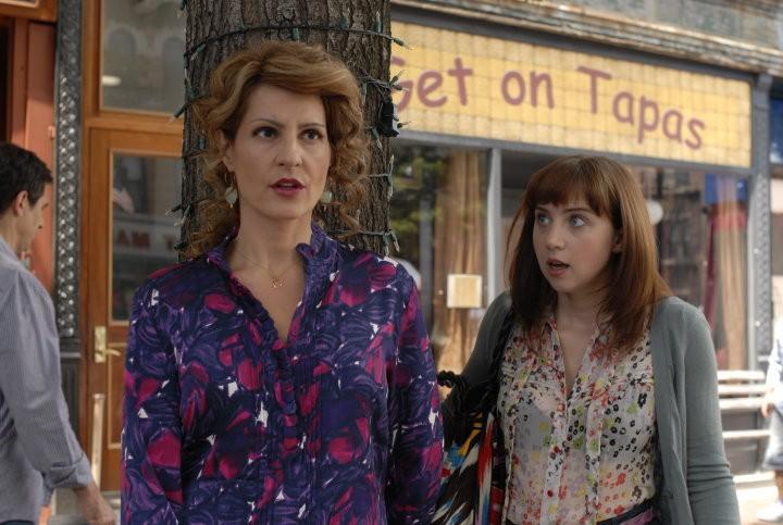 Nia Vardalos con Zoe Kazan in un'immagine del film I Hate Valentine's Day