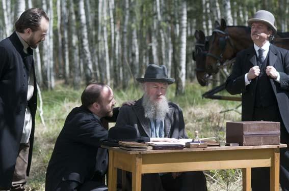Paul Giamatti e Christopher Plummer nel film The Last Station