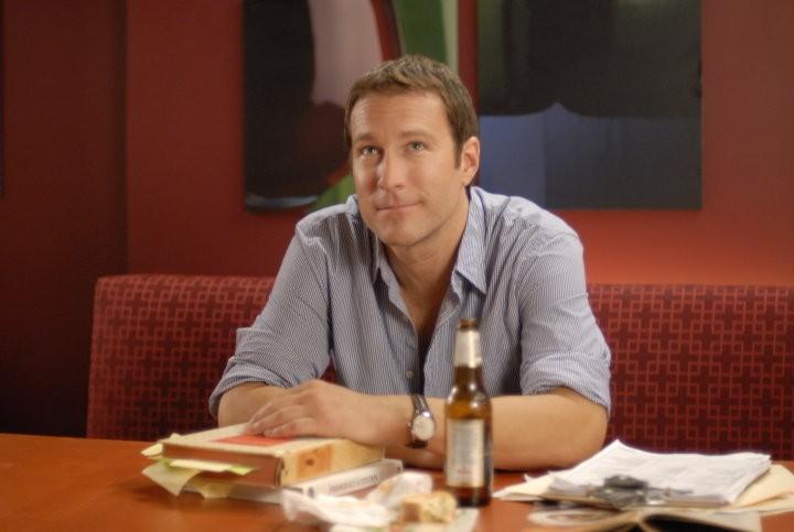 Un'immagine di John Corbett dal film I Hate Valentine's Day