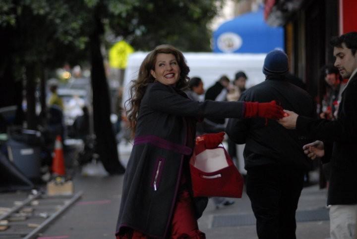 Una sorridente Nia Vardalos nel film I Hate Valentine's Day