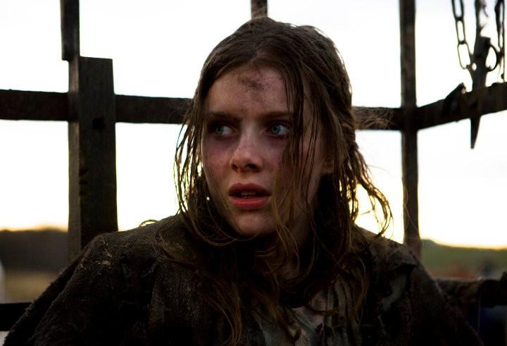 Rachel Hurd-Wood in una scena del film Solomon Kane