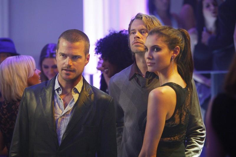 Chris O'Donnell, Eric Christian Olsen e Daniela Ruah in missione dell'episodio Fame di NCIS: Los Angeles