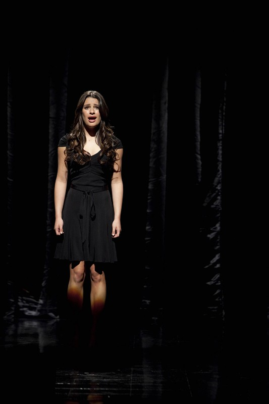 Rachel (Lea Michele) sul palco nell'episodio Dream On di Glee