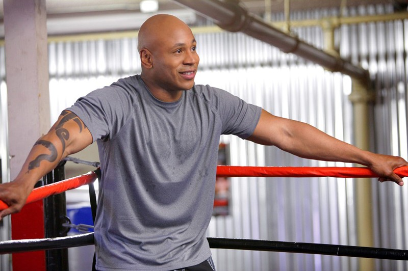 Sam (LL Cool J) all'angolo del ring nell'episodio Hand-to-Hand di NCIS: Los Angeles