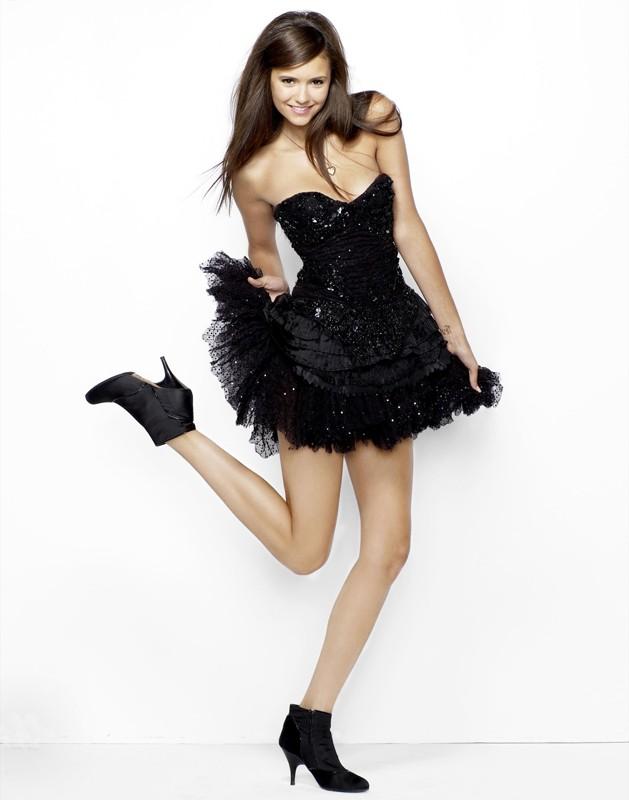 Un'immagine promozionale della bella Nina Dobrev
