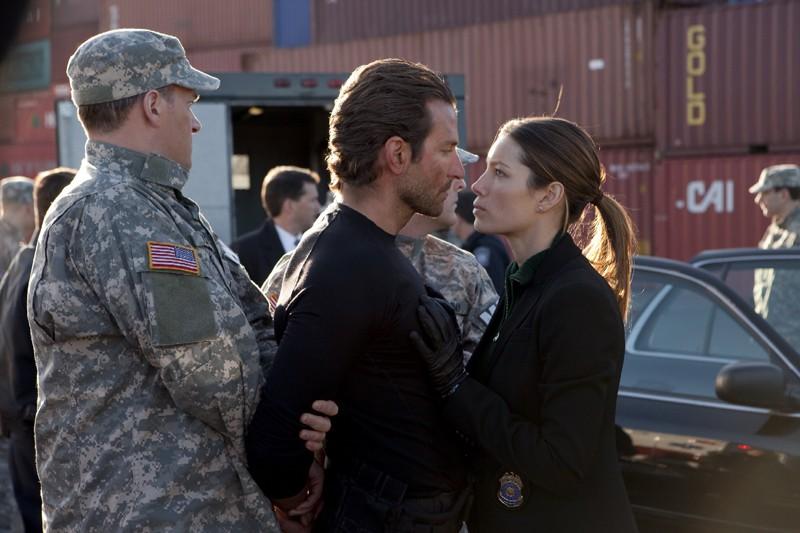 Bradley Cooper e Jessica Biel faccia a faccia nel film The A-Team