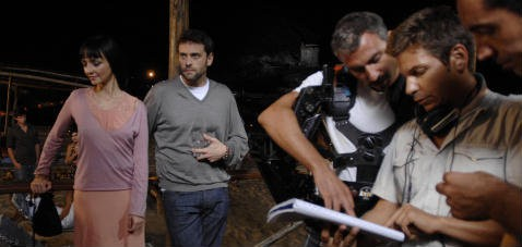Christo Jivkov e Maria De Medeiros con il regista Marco Filiberti sul set del film Il compleanno