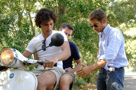 Christo Jivkov, Massimo Poggio e il regista Marco Filiberti sul set del film Il compleanno