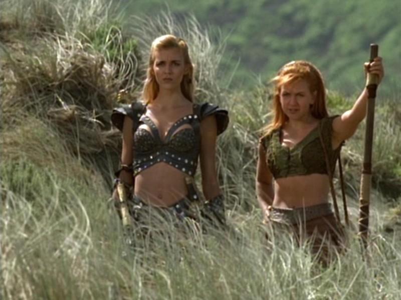 Hudson Leick e Renee O\'Connor nell\'episodio Xena e i dieci guerrieri