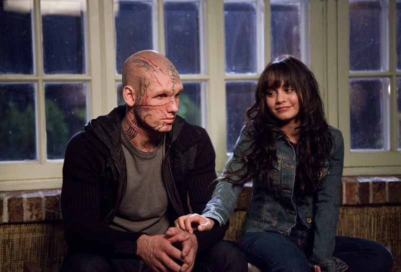 Kyle Kingson (Alex Pettyfer) e Linda Taylor (Vanessa Hudgens) nel film Beastly