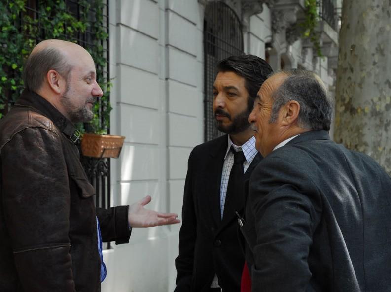 Ricardo Darín e José Luis Gioia con il regista Juan José Campanella sul set del film Il segreto dei suoi occhi