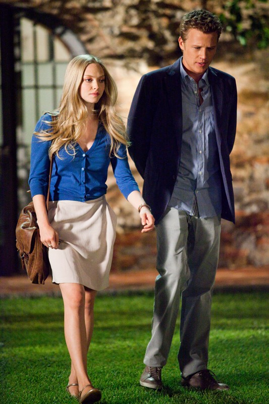 Sophie (Amanda Seyfried) e Charlie (Christopher Egan) nel film Letters to Juliet