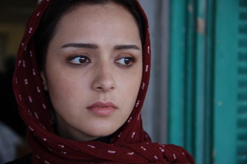 Un intenso primo piano di Taraneh Alidoosti dal film About Elly