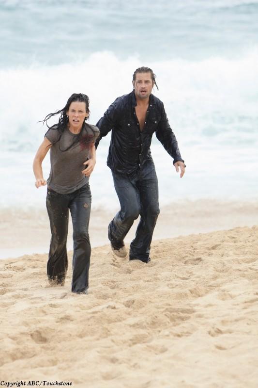 Evangeline Lilly e Josh Holloway in una scena del doppio finale di Lost