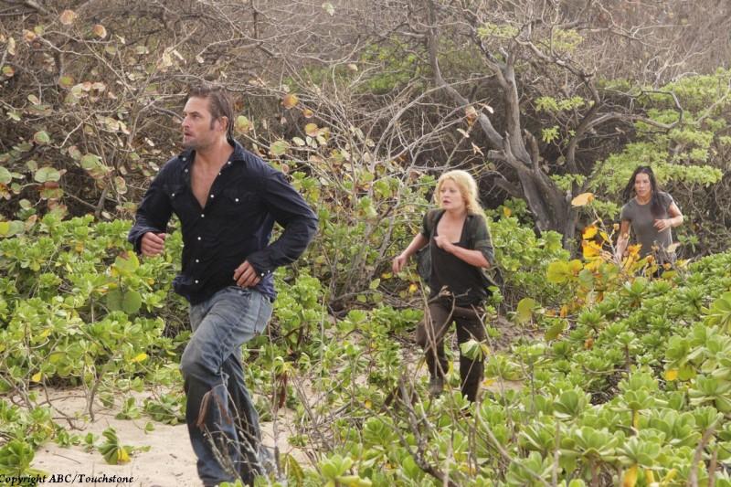 Evangeline Lilly, Emilie de Ravin e Josh Holloway in una scena del doppio finale di Lost
