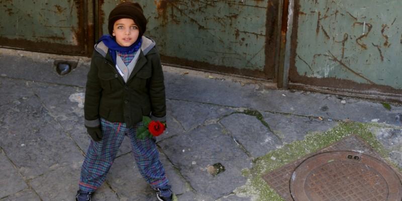 Il piccolo Denis Nikolic in una scena del cortometraggio Armandino e il Madre