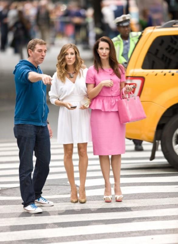 Il regista Michael Patrick King con Kristin Davis e Sarah Jessica Parker sul set del film Sex and the City 2