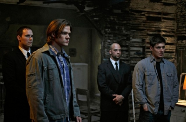 Jared Padalecki e Jensen Ackles in un momento dell'episodio Swan Song di Supernatural