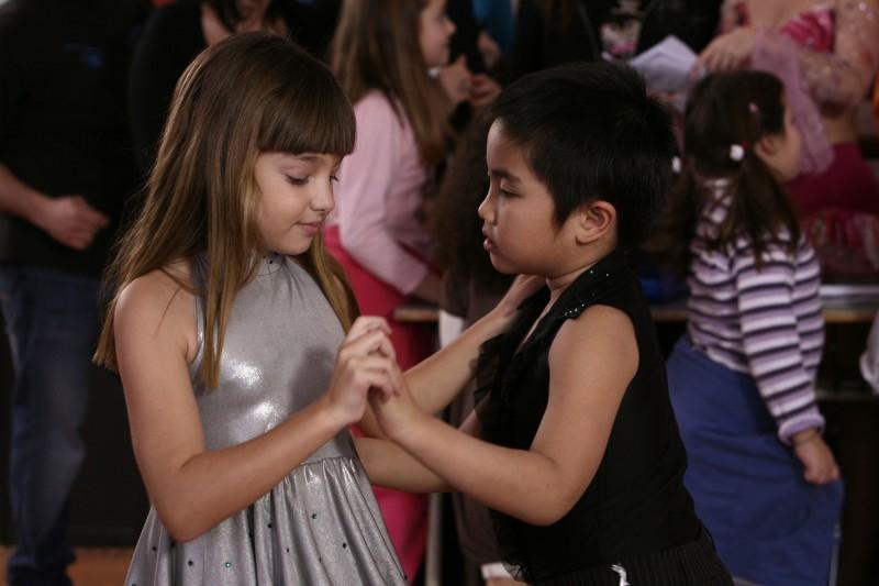 Laura Calgani e Stephan Leonard Asanza nell'episodio Almeno tu nell'universo di Tutti pazzi per amore 2