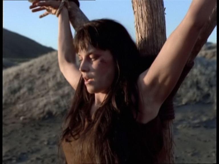 Lucy Lawless in Xena e Giulio Cesare, episodio del serial Xena