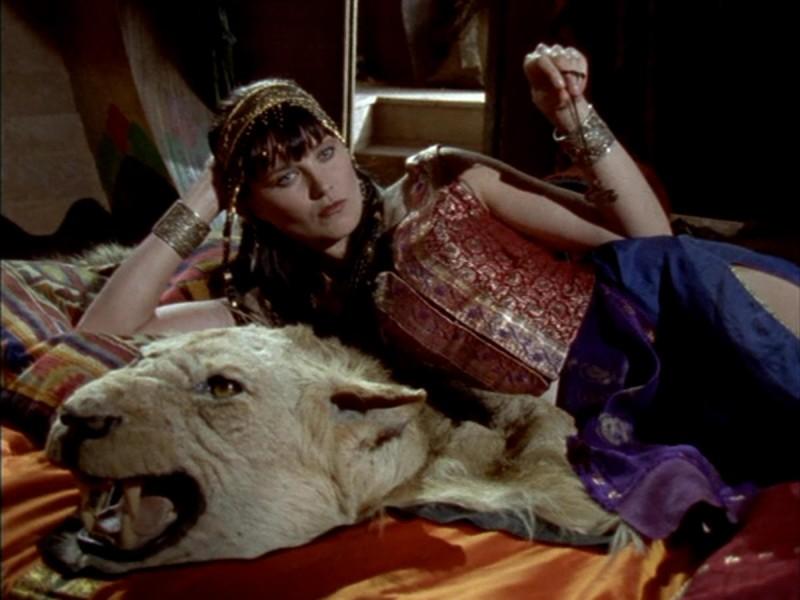 Lucy Lawless nell\'episodio Xena e Giulio Cesare