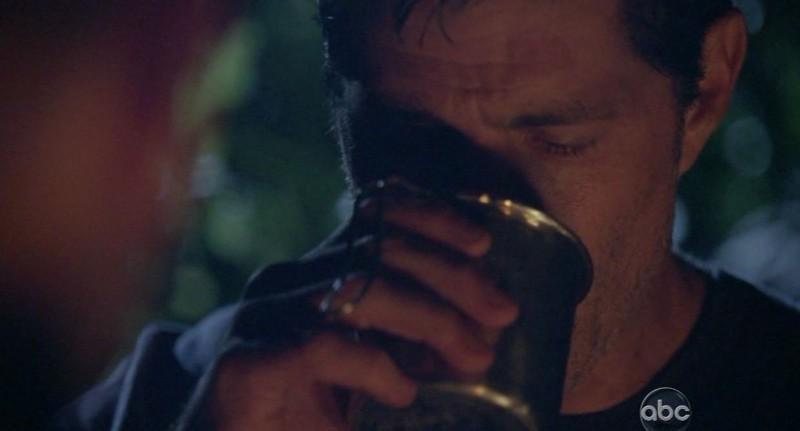 Matthew Fox in una scena di Per cosa sono morti dalla sesta stagione di Lost