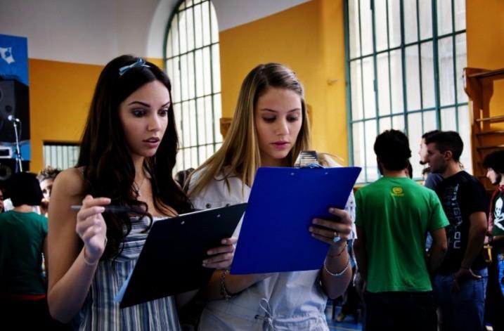 Michela Quattrociocche e Carolina Benvenga in un'immagine del film Una canzone per te