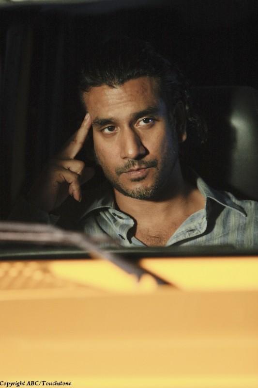 Naveen Andrews nel doppio finale di Lost