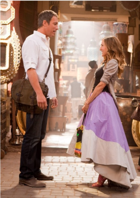 Nel film Sex and the City 2 Carrie Bradshaw (Sarah Jessica Parker) incontra Aidan Shaw (John Corbett)