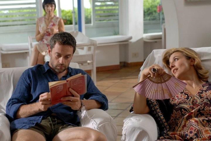 Massimo Poggio, Maria De Medeiros e Michela Cescon in una scena del film Il compleanno