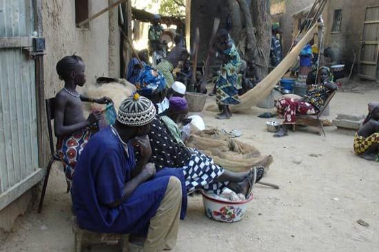 Un'immagine dal cuore dell'Africa dal film 14 kilometros